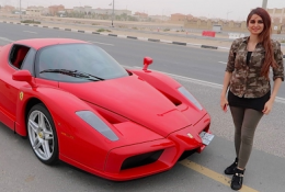 GIRL DRIVING FERRARI ENZO !!!
